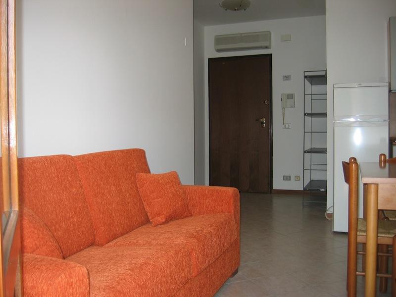 Ingresso soggiorno mini appartamento arredato a vigonovo for Soggiorno arredato