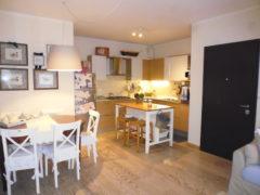 Rif. 1154 Recente appartamento al  piano terra con giardino privato